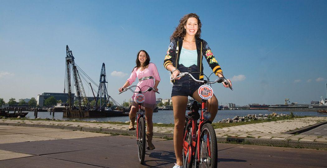 Met een fiets en fietsroute van MacBike in Amsterdam kom je niet alleen langs mooie grachtenpanden, maar ook op onverwachte plekken met hun eigen charmes en schoonheid. Zoals Amsterdam-Noord. Foto: MacBike