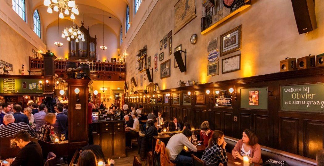 Café Olivier in Utrecht is gevestigd in een oude schuilkerk. Foto: Victor van Leeuwen, Levend Echt