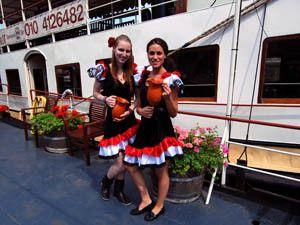 Spaanse hapjes en muziek op de tapasboot in Rotterdam