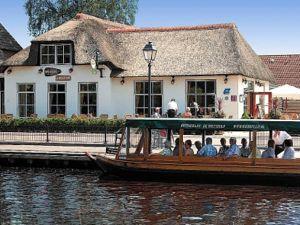 Verken het mooie Giethoorn op een rondvaart. Foto: De Rietstulp.