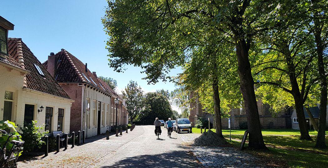 Tijdens een roadtrip, wandeling of een fietstocht kun je zomaar opeens een prachtig dorpje tegenkomen. Foto: DagjeWeg.NL © Tonny van Oosten