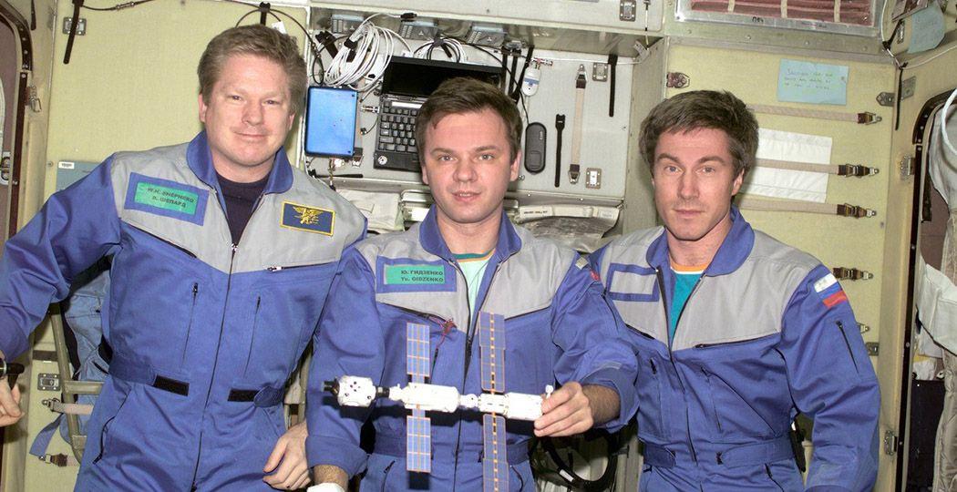 William Shepherd, Joeri Gidzenko en Sergej Krikaljov waren op 2 november 2000 de eerste astronauten aan boord van het internationale ruimtestation ISS. Foto: NASA