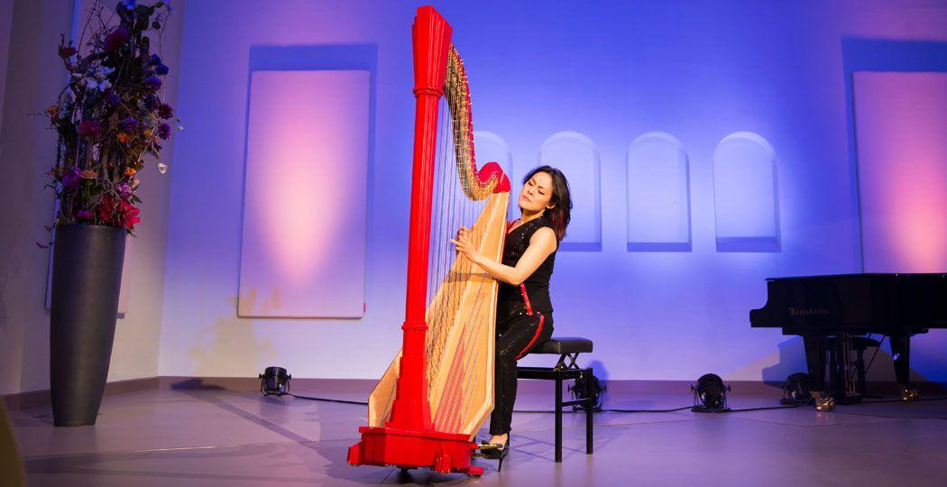 Via het livestreaming platform Classical At Home geniet je aanstaande zaterdag rechtstreeks mee van de mooiste harpmuziek van Lavinia Meijer. Foto: © Jaqueline Imminkhuizen