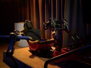 Je hoort niets anders dan een brullende motor. Foto: VRX1 Racing