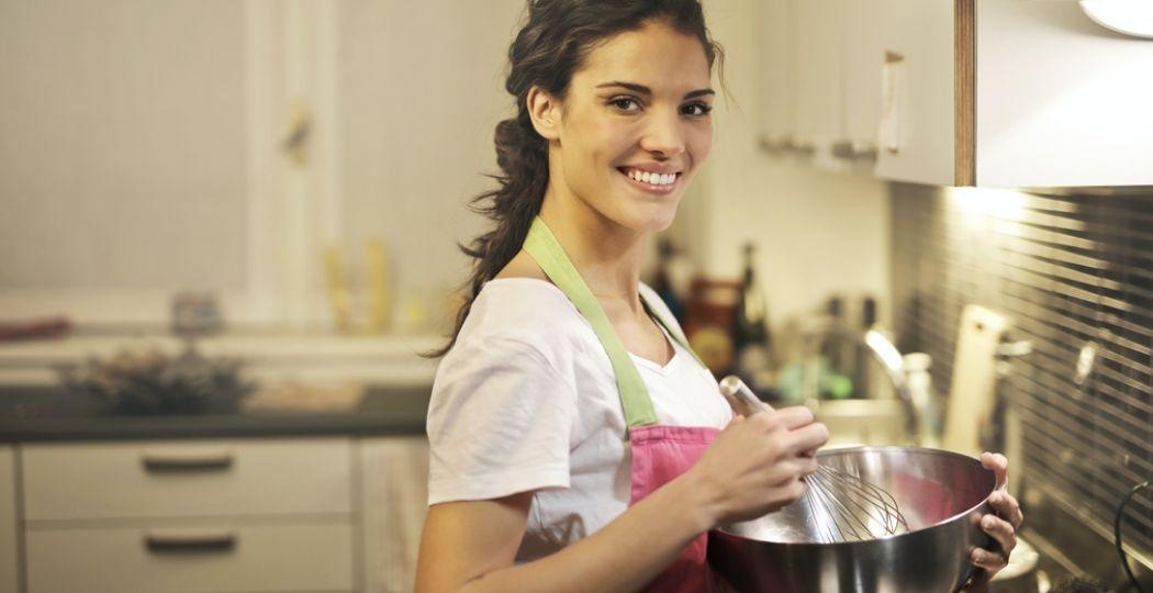 Er is van alles thuis te doen tijdens de Libelle Zomerweek Digitaal. Zoals een workshop koken met de chefkok van de Kookfabriek. Foto: Andrea Piacquadio via  Pexels