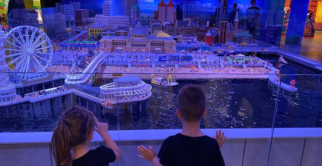 Den Haag MINILAND staat vol prachtige miniaturen van beroemde gebouwen uit Den Haag en Scheveningen. Foto: DagjeWeg.NL