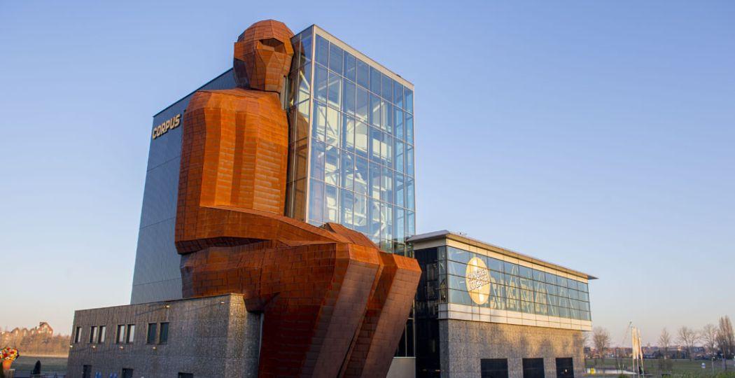 Weet jij hoeveel het hoofd van CORPUS-gebouw weegt? Foto: CORPUS.