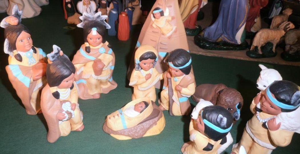 Baby Jezus als indiaantje in de Verenigde Staten. Foto: Kerststallen Expositie.