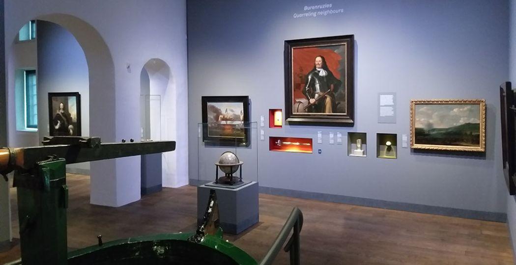 Het Scheepvaartmuseum heeft een nieuwe hoofdgalerij. Hier vormen vijftig topstukken samen de expositie  Republiek aan zee . Foto: Het Scheepvaartmuseum
