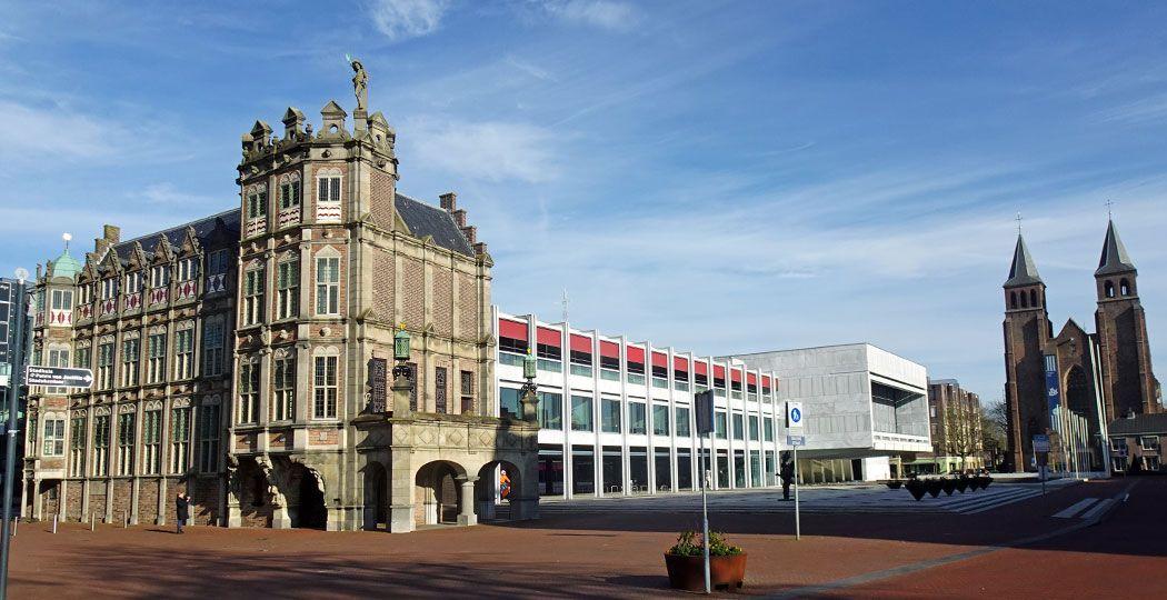 Het Duivelshuis of het Maarten van Rossum Huis, één van de oudste gebouwen van Arnhem, doet tegenwoordig dienst als werkkamer van de burgemeester . Foto: Redactie DagjeWeg.NL