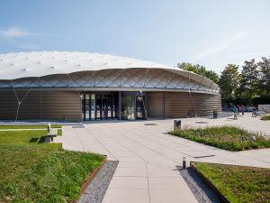 Het duurzame gebouw lijkt op een parachute. Foto: Rein Jansma, Shaded Dome Technologies
