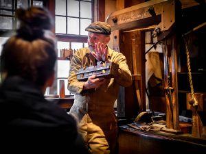 Op bezoek bij de touwslager. Foto: Nederlands Openluchtmuseum © Mike Bink