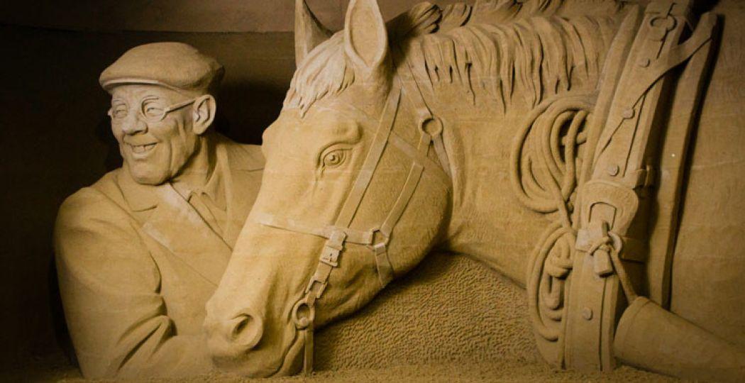 De mooiste beelden van zand op 't Veluws Zandsculpturenfestijn.