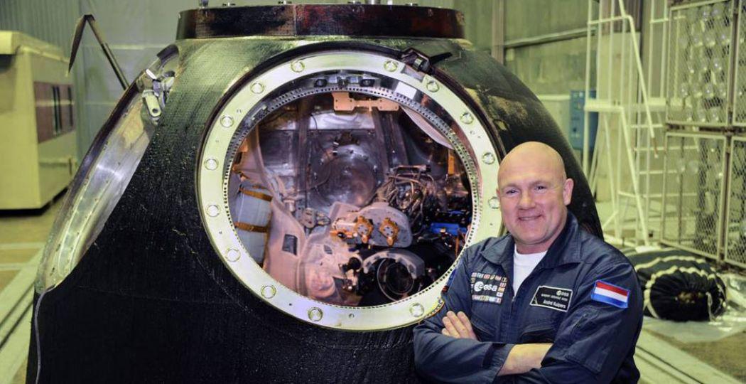André Kuipers bij de Soyuz TMA-03M. Foto: Space Expo