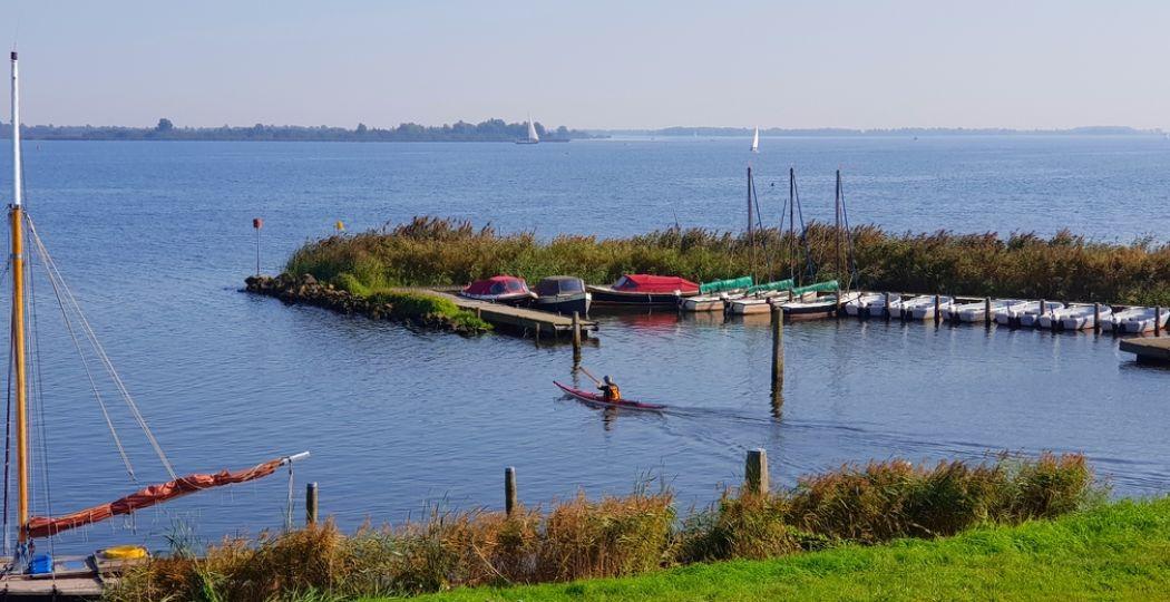 Varen, zeilen en kanoën op het Lauwersmeer omgeven door water, wind en natuur. Foto: DagjeWeg.NL © Tonny van Oosten