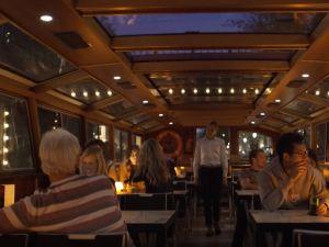 Samen cruisen door Amsterdam. Foto: Blue Boat Company