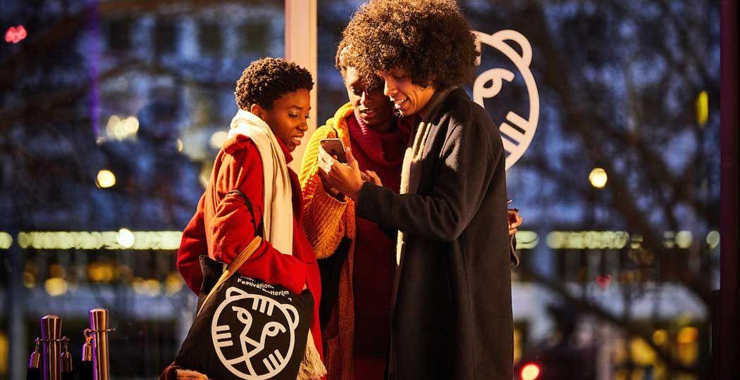 Bekijk snel het programma voor het IFFR en ga er thuis eens goed voor zitten. Foto: International Film Festival Rotterdam © Jan de Groen