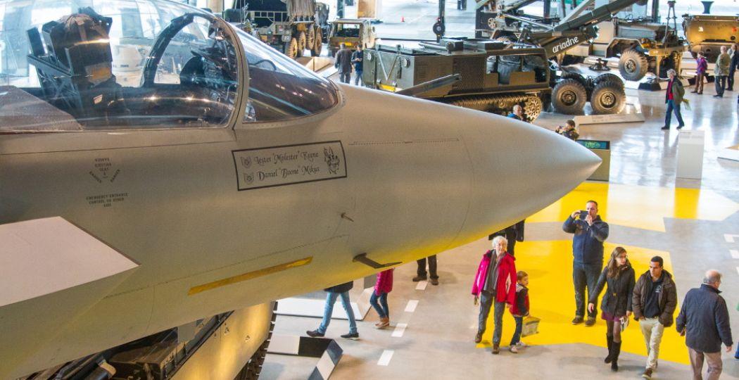 Overzicht Arsenaal met de F-15 op de voorgrond in het Nationaal Militair Museum. Foto: NMM © Vincent van Yperen.