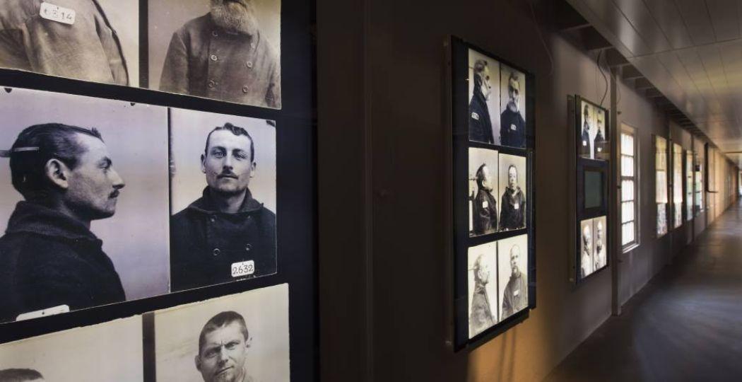 Zie de portretten van de inwoners van Veenhuizen. Foto: Nationaal Gevangenismuseum