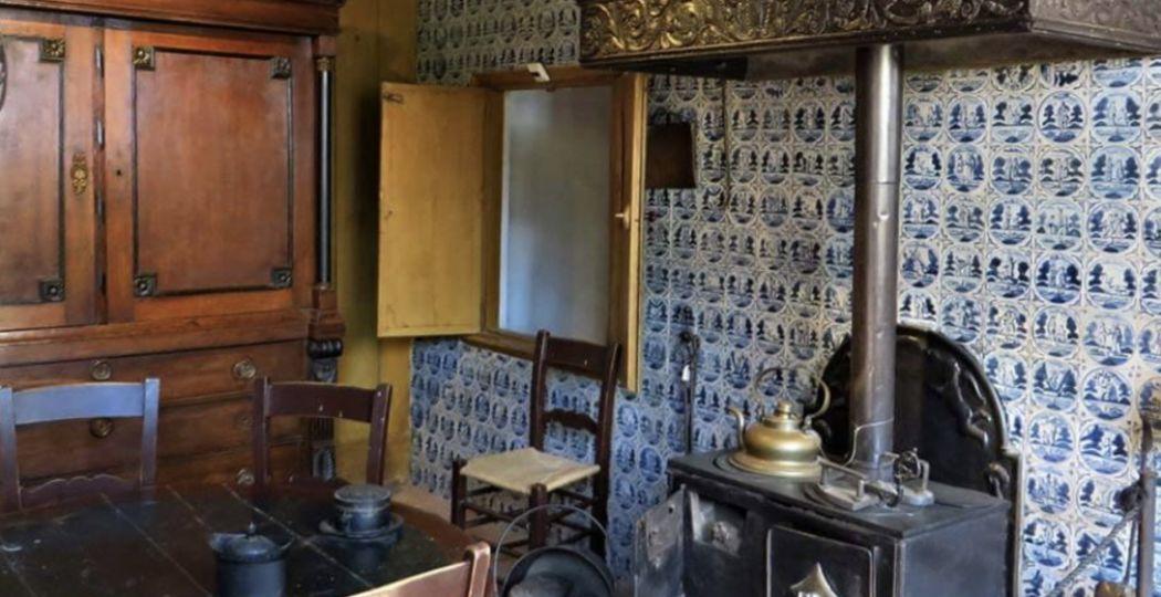 Wie had vroeger in de keuken de broek aan? Kom er achter tijdens de Keukentour van het Openluchtmuseum! Foto: Nederlands Openluchtmuseum.