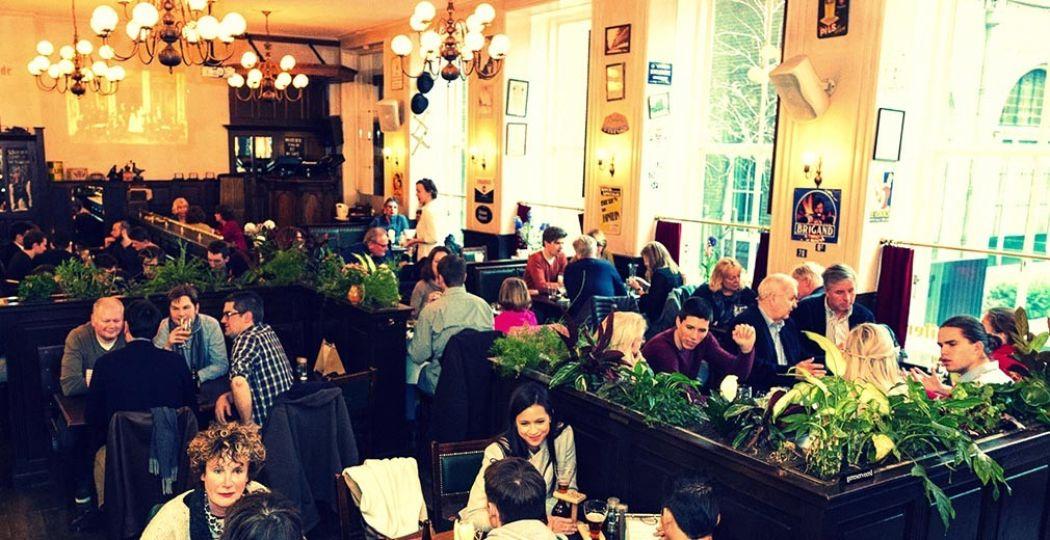 Borrelen bij Olivier in Leiden is een must. Foto: Debuut, Belgian Beer Café Olivier.