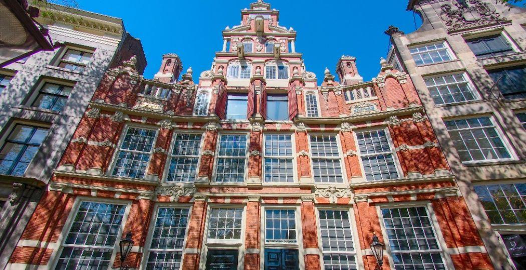 De gevel van Huis Bartolotti aan de Amsterdamse Herengracht. Foto:  Wikipedia / publiek domein .