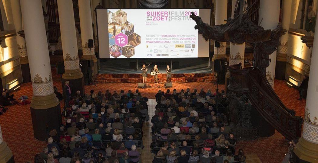 Bekijk gratis feelgoodfilms op bijzondere locaties in Schiedam. Foto: SuikerZoet FilmFestival.