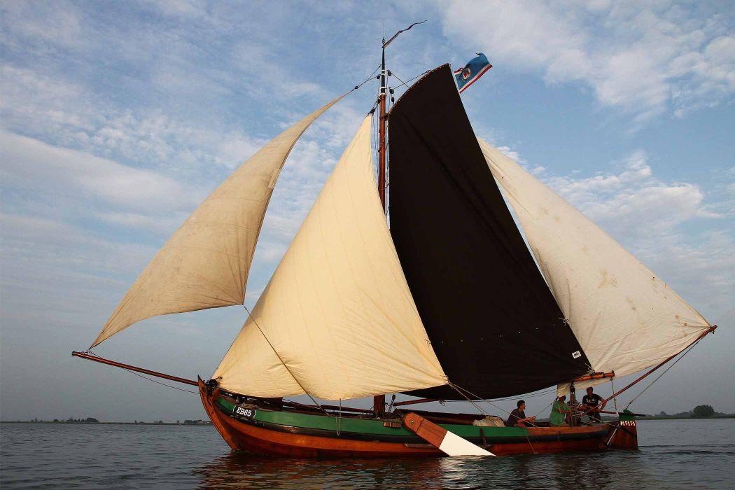 Historische botters op het water. Foto: Comité Botterdagen & Open Monumentendag Elburg