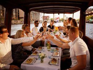 Met vrienden genieten op het water. Foto: Bootuitjes.nl