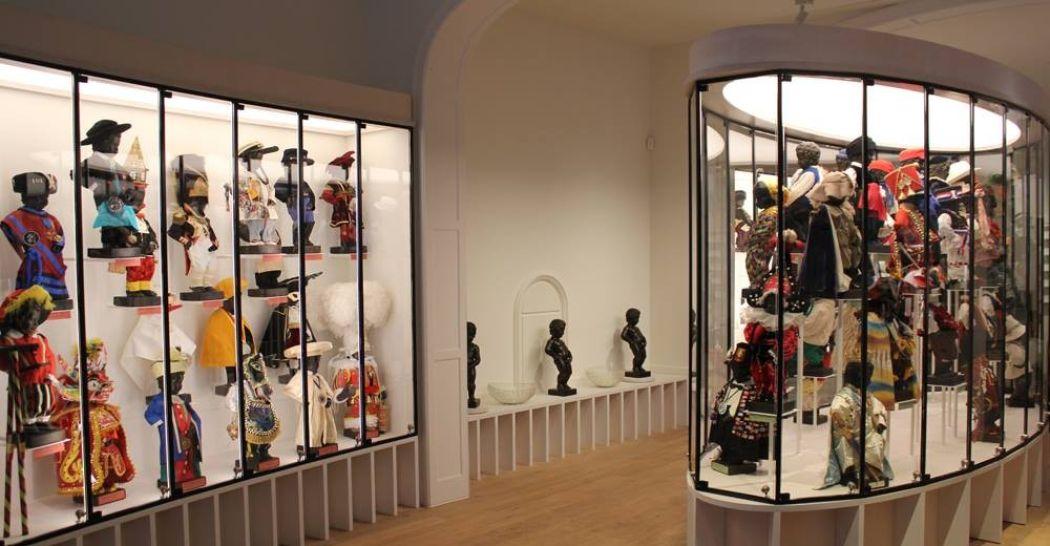 Een overzicht van de ruim 130 tentoongestelde pakjes. Foto: Museum van de Stad Brussel.