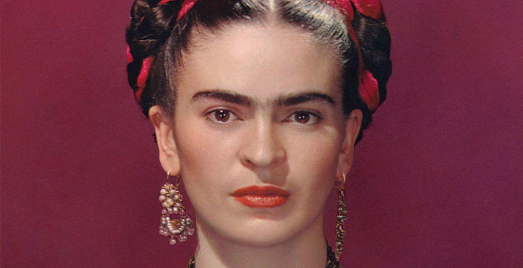 Nickolas Muray (1892-1965), Frida Kahlo in blauwe blouse, 1939 foto, 32,4 x 24,1 cm, Throckmorton Fine Art, New York. Foto: Nickolas Muray © Nickolas Muray Photo Archives