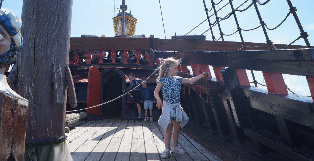 Op ontdekkingstocht op de replica van het VOC-schip de Batavia. Foto: DagjeWeg.NL