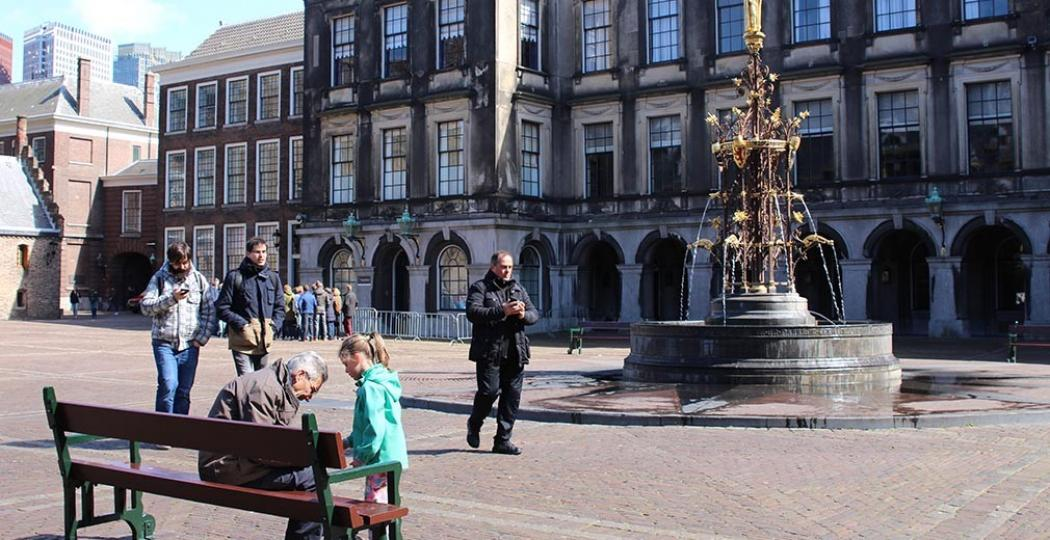 Bezoek het Binnenhof of ontdek meer over Nederland in een Haags museum. Foto: DagjeWeg.NL.