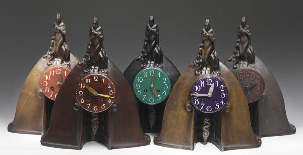 Klokken uit 1921 in het Stedelijk Museum Amsterdam. Foto: Erik & Petra Hesmerg.