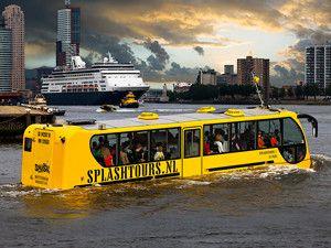 Vaar in een bus op het water.
