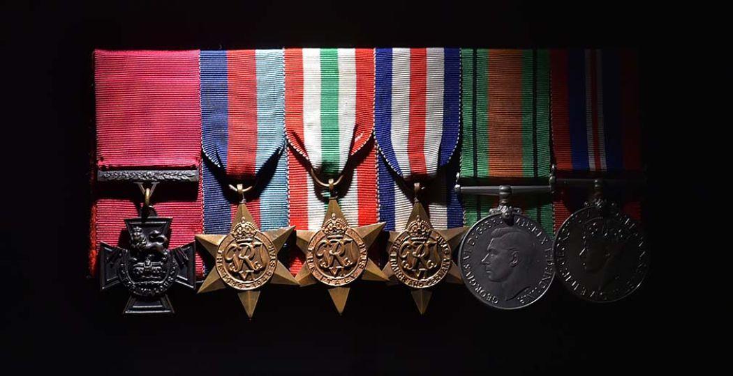 De Victoria Crosses van Arnhem, voor het eerst samen tentoongesteld op één locatie. Foto: Airborne Museum.