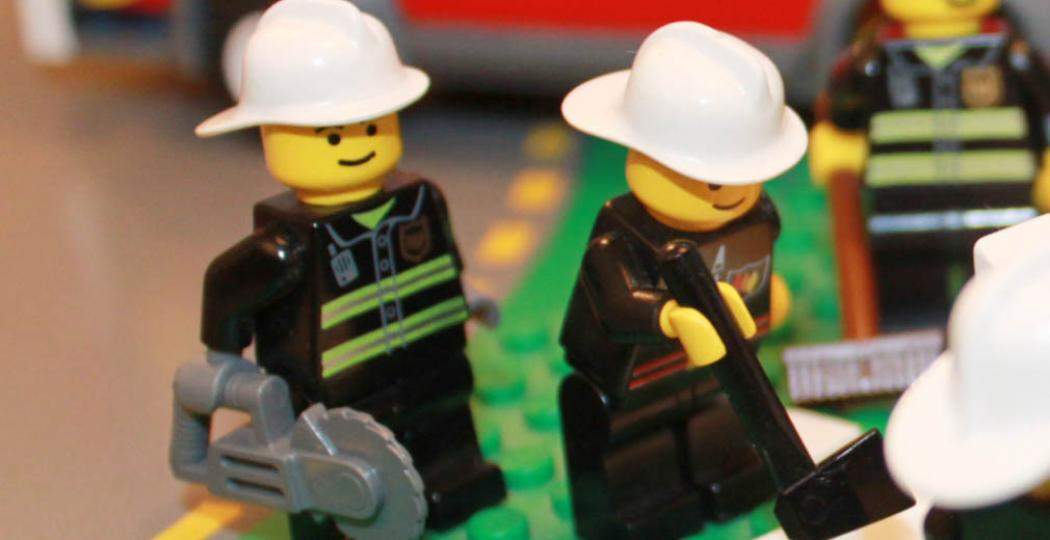 De brandweermannen zijn hard aan het werk in Brandweer LEGO City. Foto: Veiligheidsmuseum PIT.