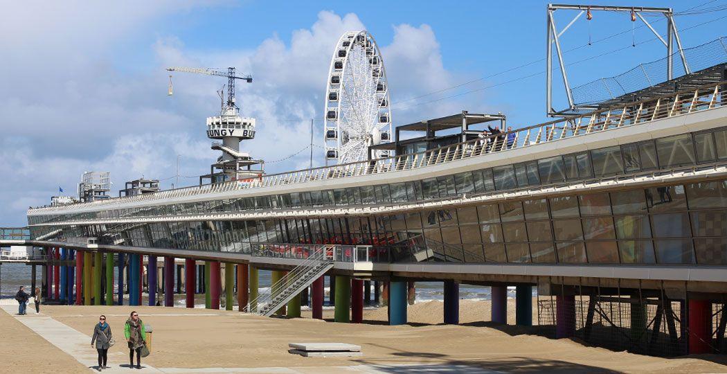 Combineer je stem op De Pier in Scheveningen met een fijne strandwandeling. Foto: Redactie DagjeWeg.NL © Coby Boschma