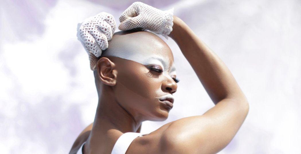 Cherella Gessel gaat op zoek naar balans en heling in de hiphop-show YONIVERSE Foto: © Elisabetta Agyeiwaa