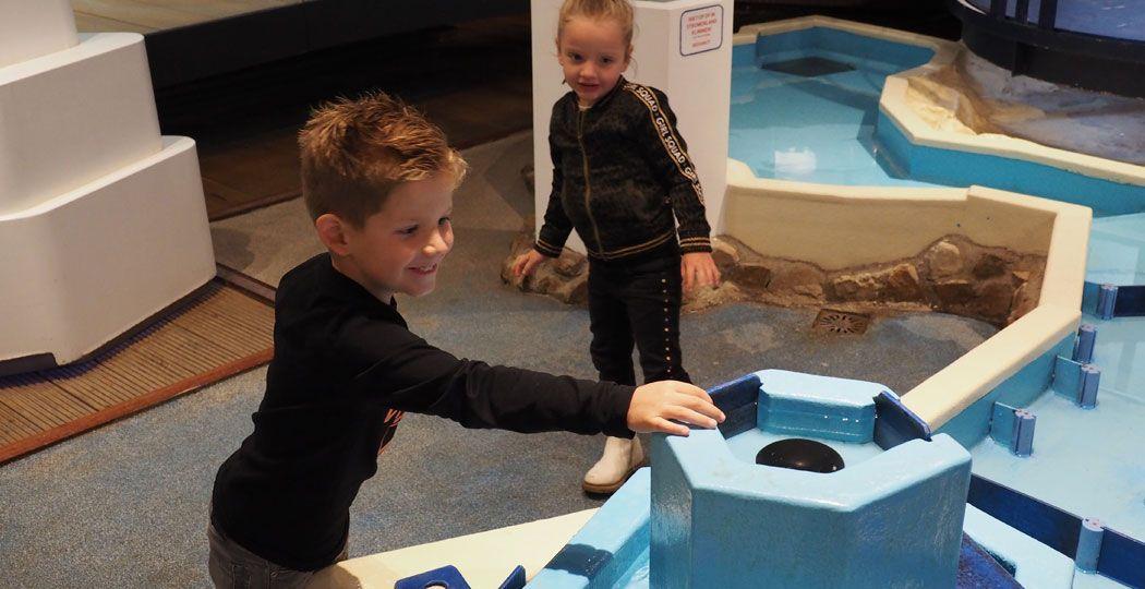 Zet de sluizen open en zorg dat het water zijn weg naar beneden vindt. Foto: DagjeWeg.NL