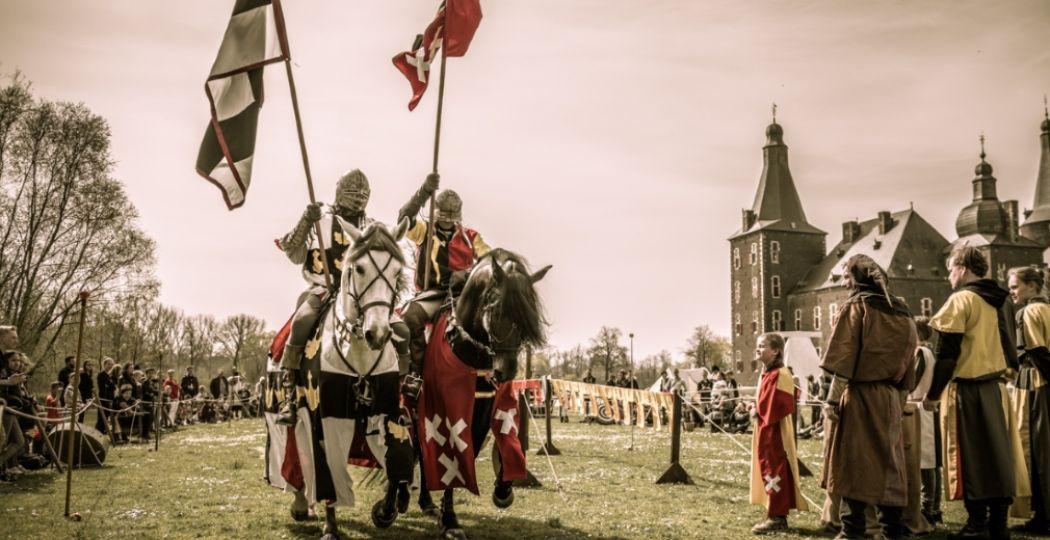 Ridders trekken ten strijde. Foto: Kasteel Hoensbroek.