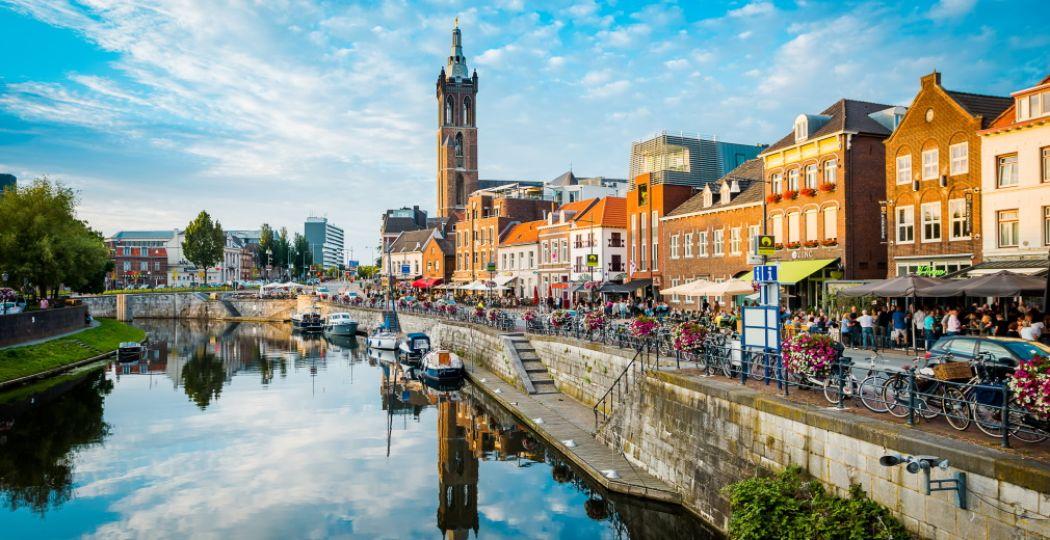 Flaneren of chillen aan de Maas of Roer, het kan allemaal in Roermond. Foto: © Limburg Marketing.
