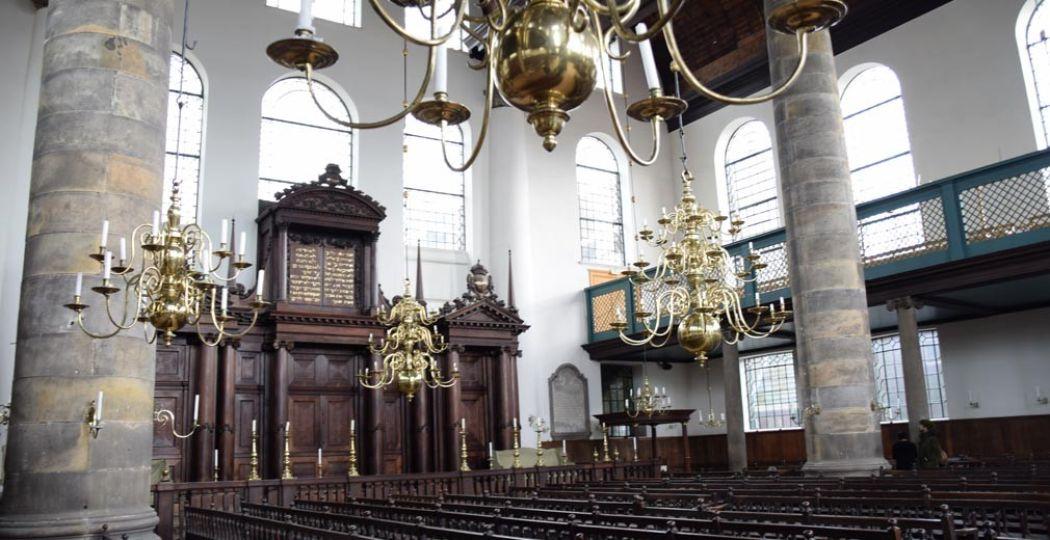 Je kunt een speld horen vallen in de Portugese Synagoge. Foto: Redactie DagjeWeg.NL, Eline Visscher.