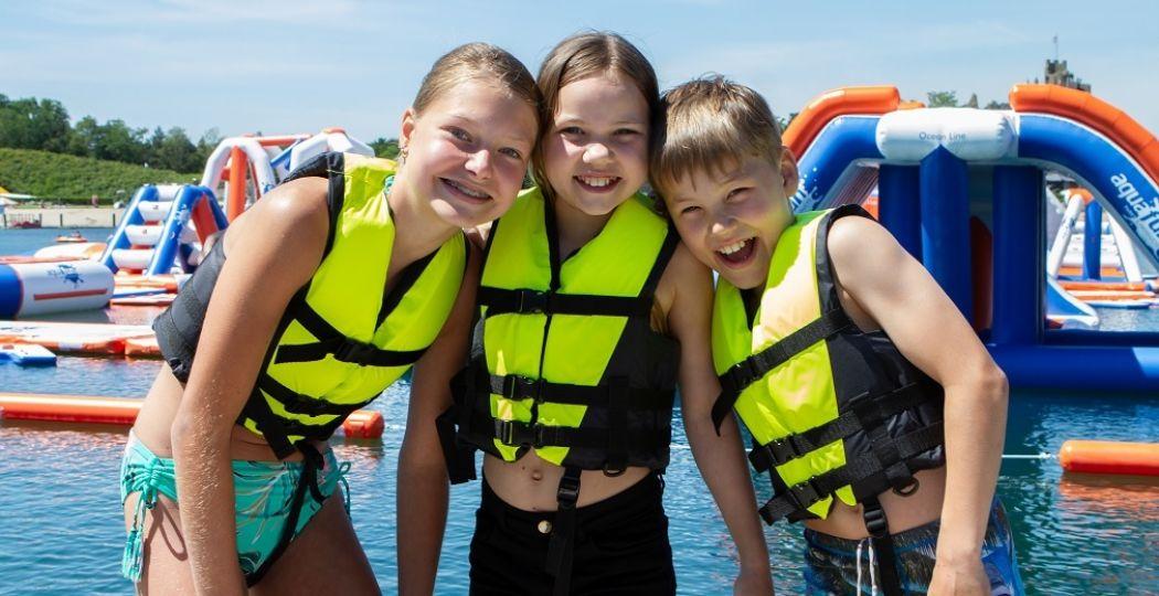 Zwemvest aan en gaan! Waterpret in het nieuwe AquaFunPark. Foto: BillyBird Park Hemelrijk