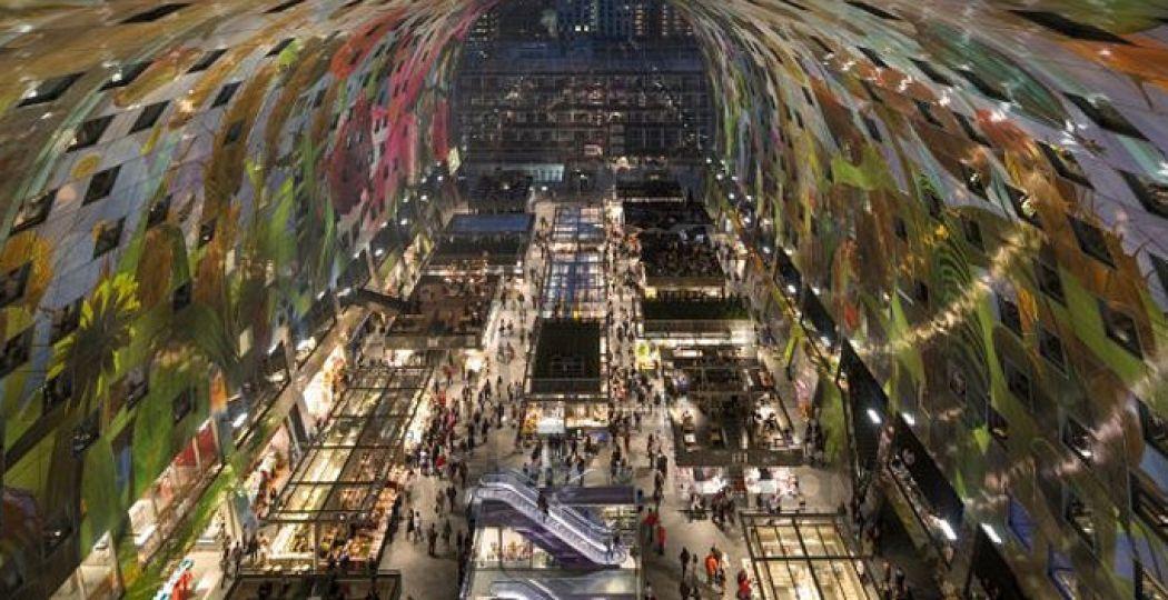 De binnenkant van de futuristische Markthal. Foto: Ossip van Duivenbode.