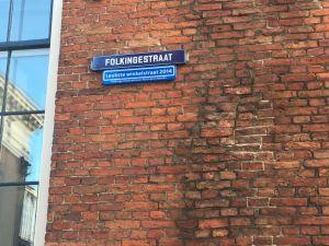 Antiekspulletjes in de Folkingestraat. Foto: DagjeWeg.NL.