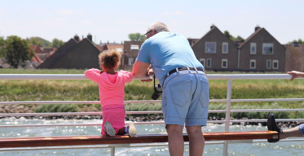 Vader en dochter samen op stap. Foto: DagjeWeg.NL.