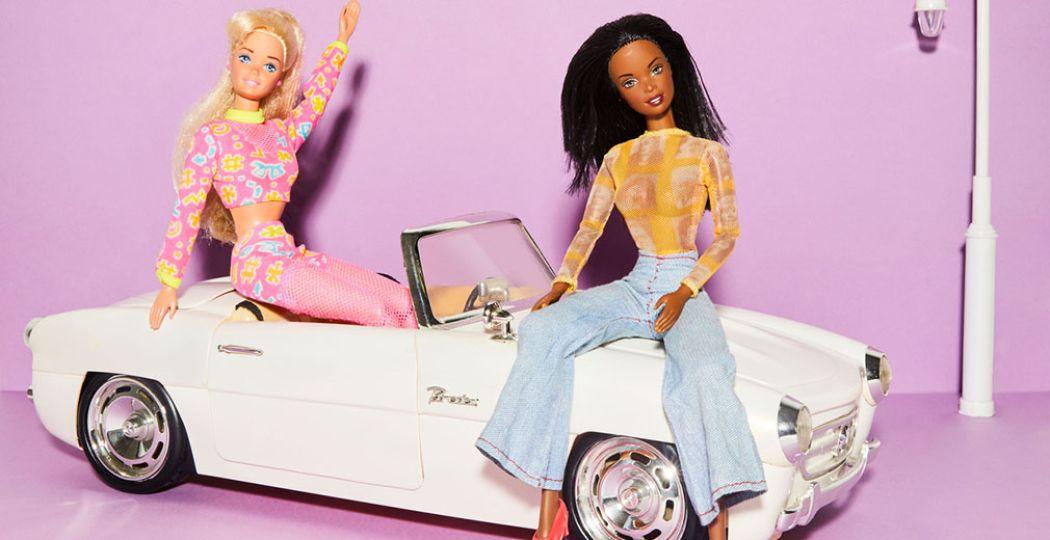 Barbies en cabrio, ca. 2000, bijgesneden voor DagjeWeg.NL. Concept & styling Bernadette van Wijlen. Foto: Stedelijk Museum Vianen © Lisa de Wolf fotografie
