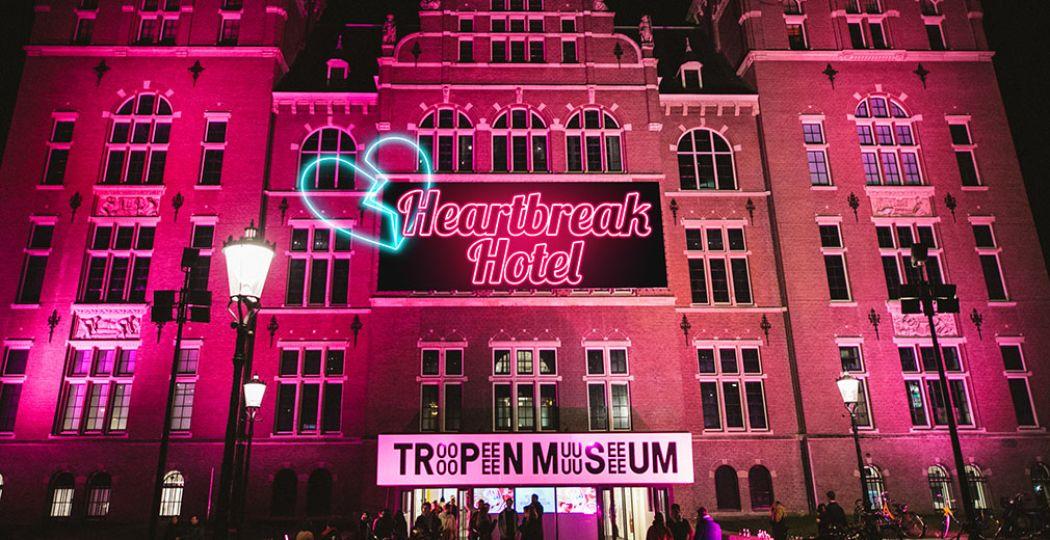 Het Tropenmuseum in Amsterdam verandert dit weekend in het Heartbreak Hotel en helpt je door je liefdesverdriet heen. Foto: Tropenmuseum.