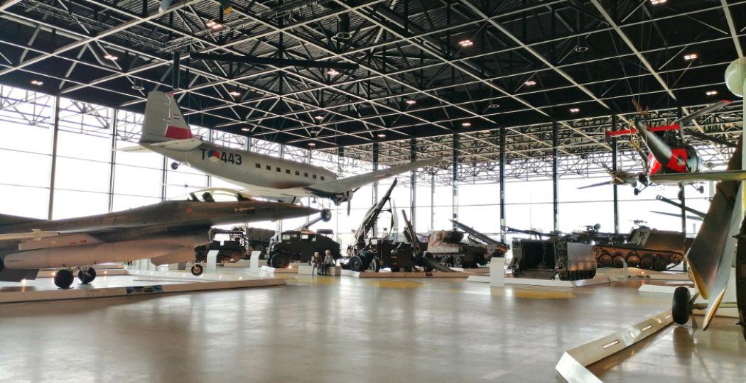 Volg online tours door verschillende musea. Zo kun je virtueel nog steeds het Nationaal Militair Museum bezoeken. Foto: DagjeWeg.NL.